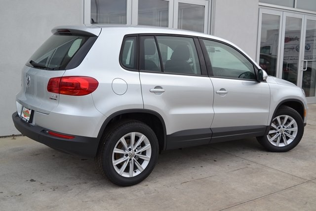 new 2017 volkswagen tiguan limited 2 0t 4d sport utility in mt prospect cv21409 the autobarn. Black Bedroom Furniture Sets. Home Design Ideas